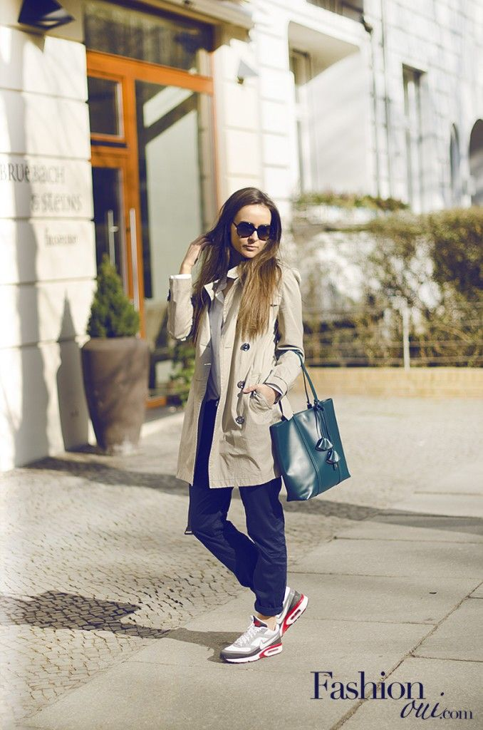 Casual sunday look, burberry trench coat, nike air max sneakers, coccinelle  shopper bag