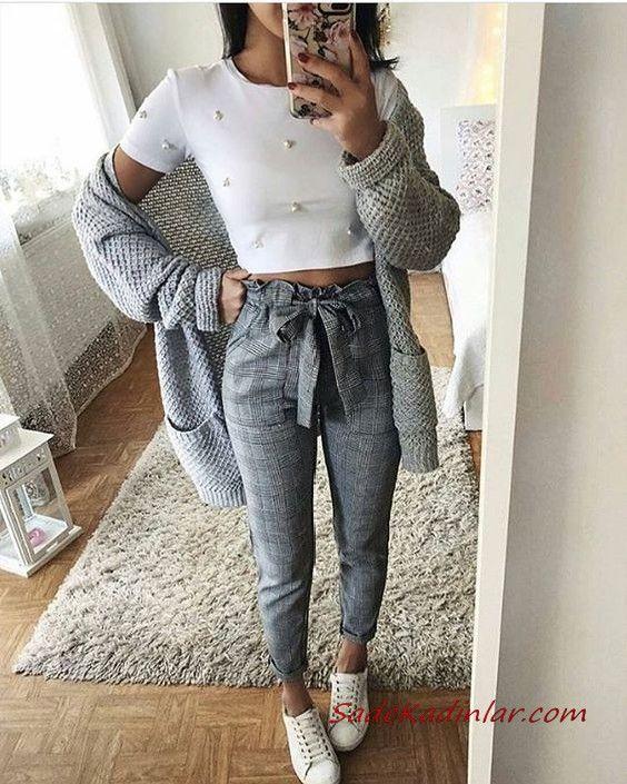 2019 Combinaisons de pantalons gris Pantalon en tissu gris Chemisier à manches courtes blanc Cardigan long gris Chaussures de sport BLANCHES   – Kombin