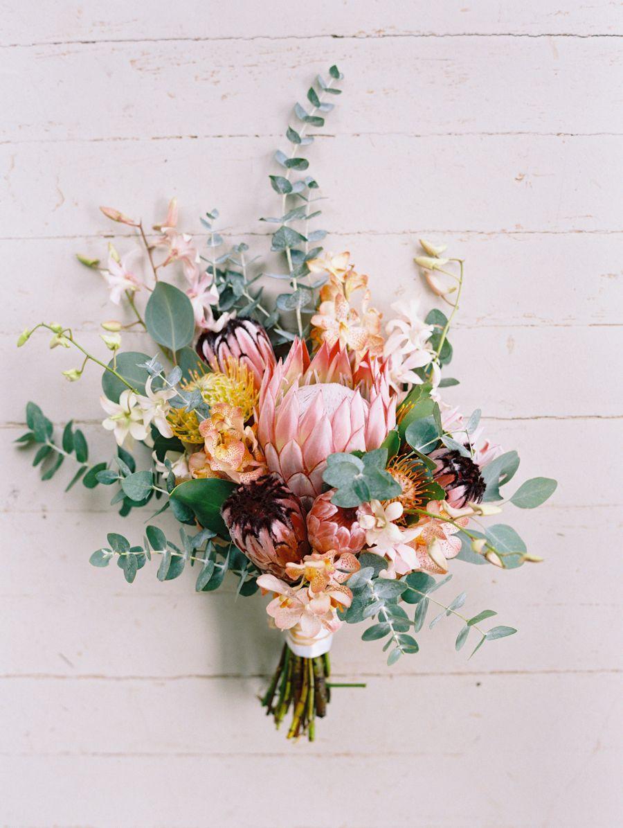 diy maui wedding at olowalu plantation house floral arrangements wedding and eucalyptus bouquet. Black Bedroom Furniture Sets. Home Design Ideas