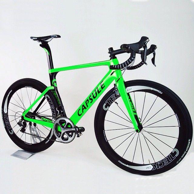 """Capsule Tempus """"modo road"""" verde flúor montada con grupo Dura-Ace y ruedas CTeck C60 / Capsule Tempus """"modo road"""" verd fluor montada amb grup Dura-Ace i rodes CTeck C60."""