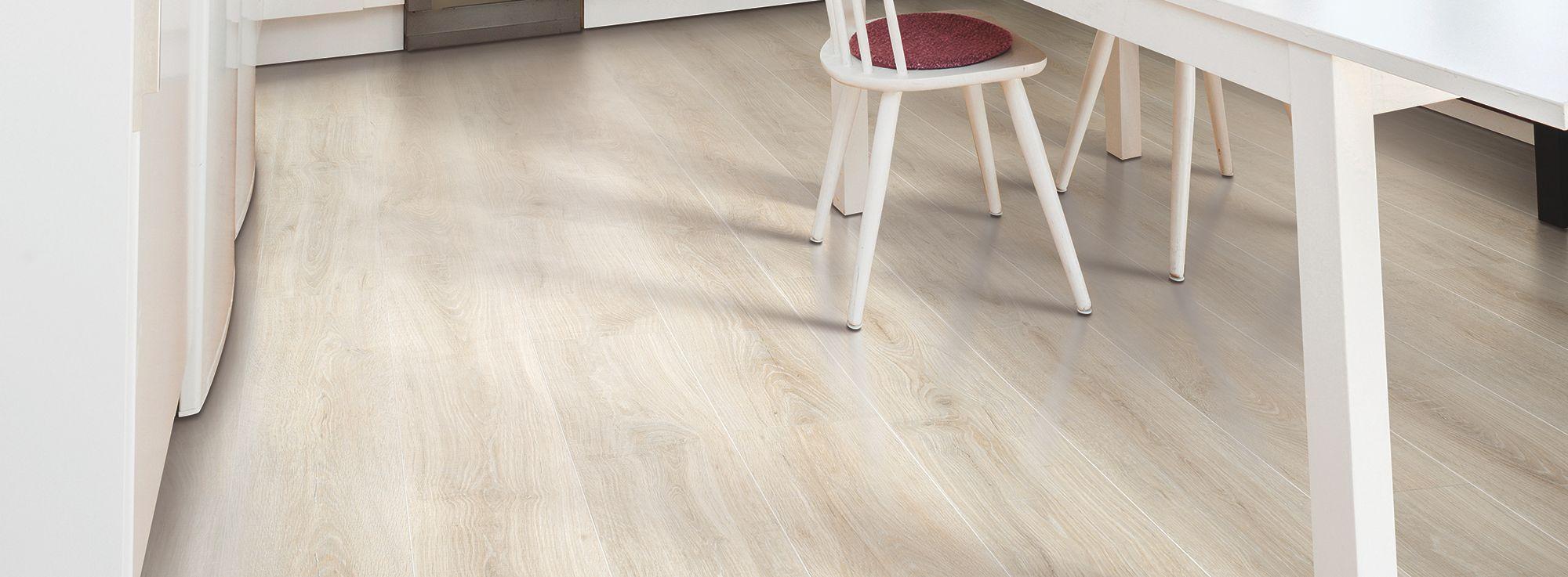 Rustic legacy sandcastle oak mohawk laminate flooring for Mohawk laminate flooring