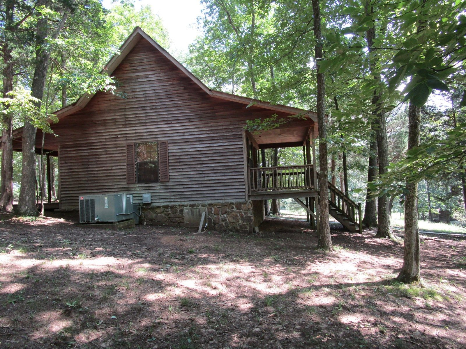 TENNESSEE CABIN WITH BARN AND FENCING | Tennessee log homes for sale