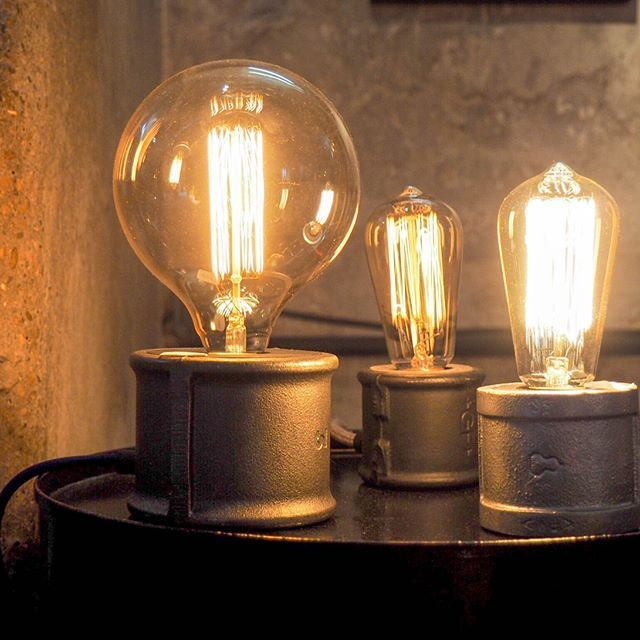 Lampe Indus Xl En Fonte Variateur De Lumiere Sensitif Please Touch Me Credit Photo Sodeco Off Lampe C French Design Edison Light Bulbs Light Bulb
