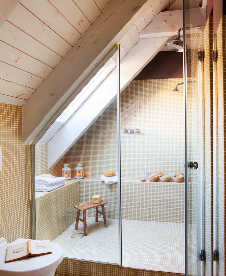 Ducha en buhardilla con paredes de gresite banco de obra for Mamparas ducha a medida