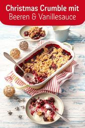 Christmas crumble with berries and vanilla sauce