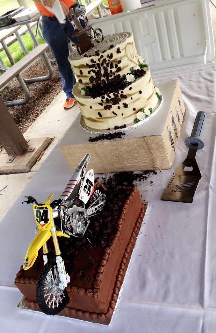 Moto Wedding cakes! Dirt bike roost cake and Honda spatula to serve ...