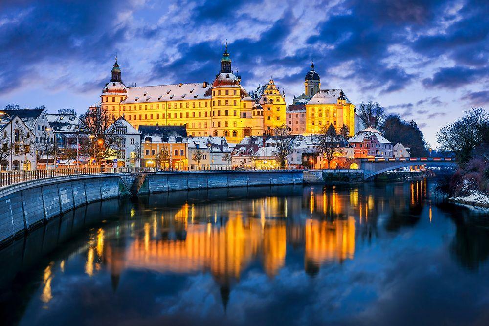 Residenzschloss In Neuburg An Der Donau Ist Schon Tagsuber Ein Toller Anblick Wenn Es Dann Abends I Neuburg An Der Donau Architektur Der Renaissance Wanderung