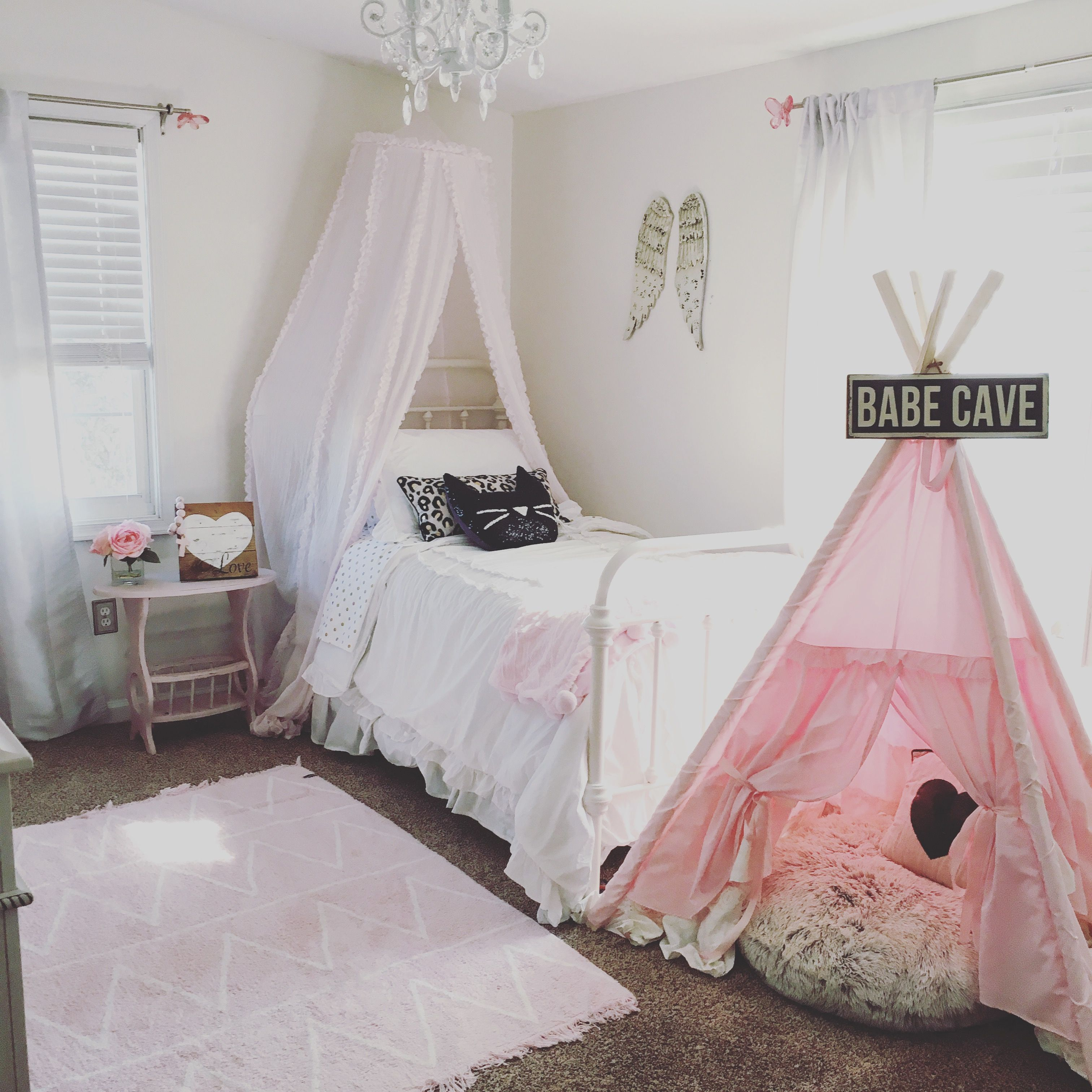 Vintage Style Kids Room: Farmhouse Style Pink And White Vintage Little Girls Room