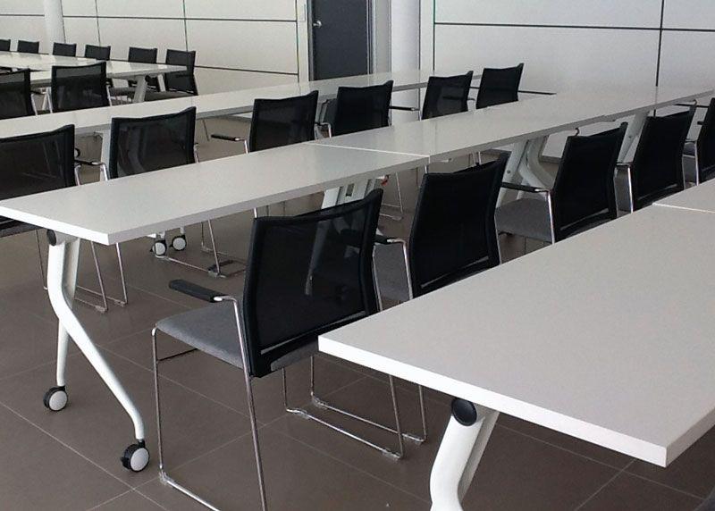 Emuca espa a mampara oficinas y tablero for Sillas apilables salon