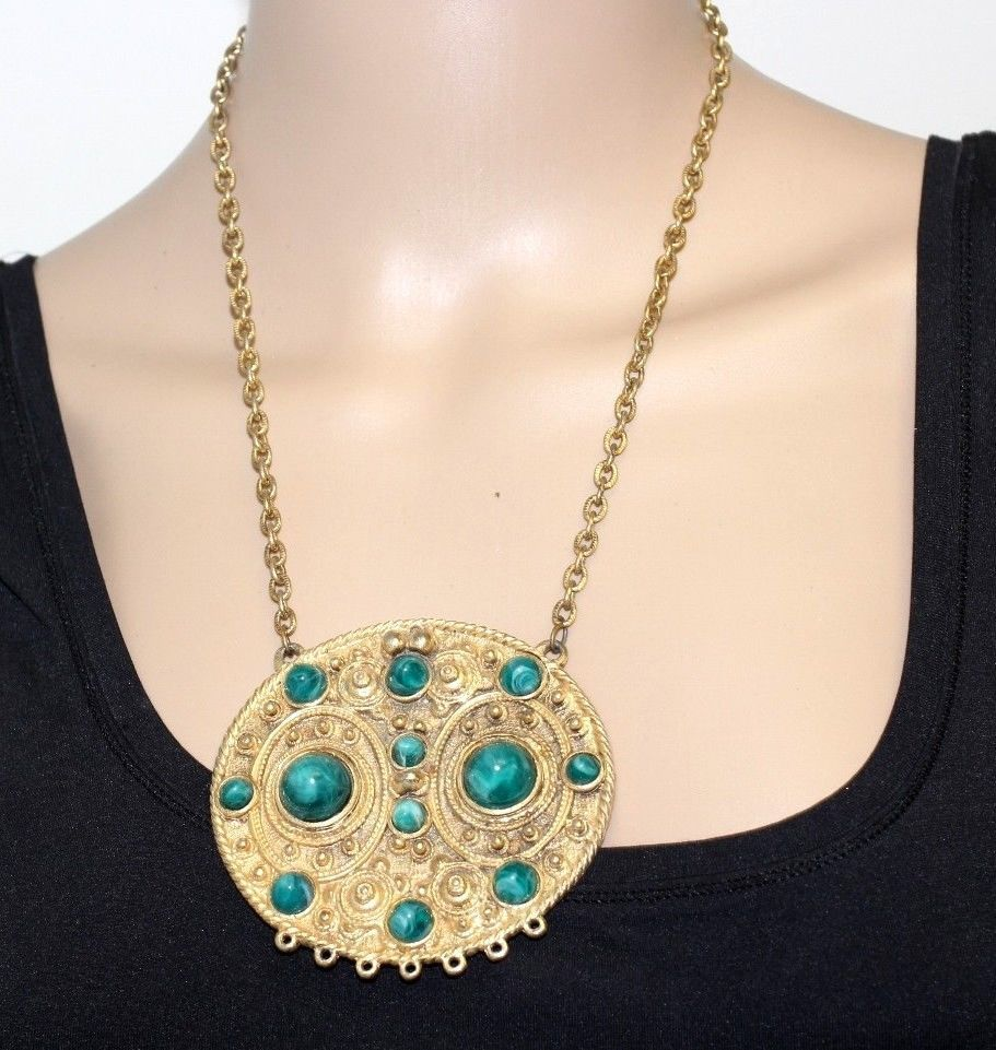 Vintage Couture Green Art Glass Cabochon Ornate Gold Plated Pendant Necklace