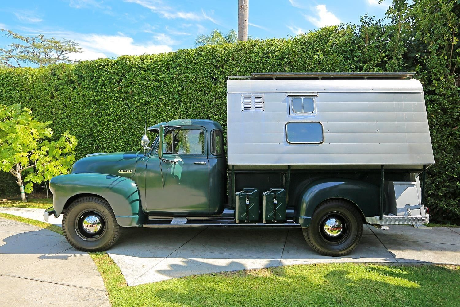 1952 Chevrolet Camper, last car driven by Steve McQueen | Chevy 3800 ...