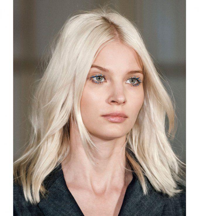 Coiffures pour cheveux mi-longs : la raie au milieu avec tresses | Coupe cheveux epais, Cheveux ...