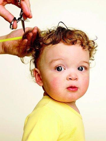 قص شعر الاطفال عمر سنه موقع عيادة اﻷطفال Baby S First Haircut Baby Haircut Baby Girl Images