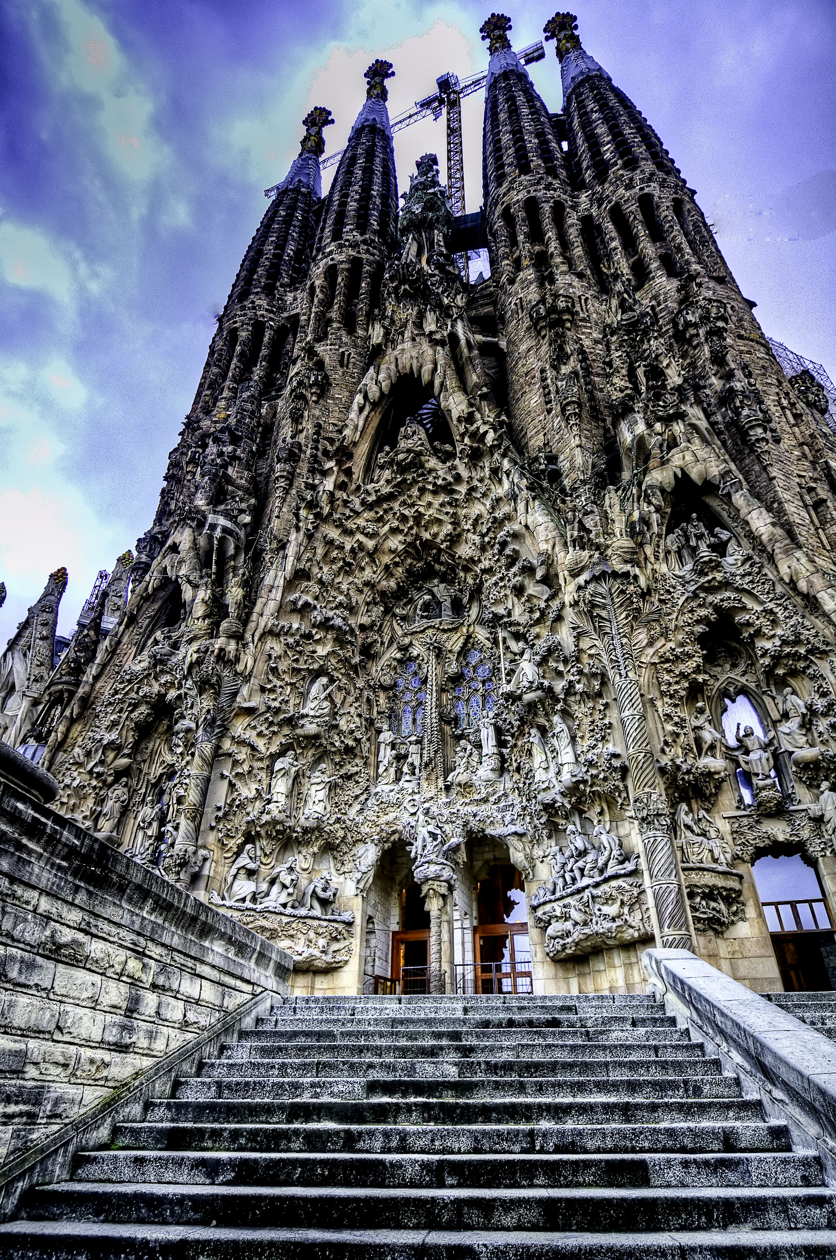 Gaudi 39 s sagrada familia barcelona spain english for Kathedrale barcelona gaudi