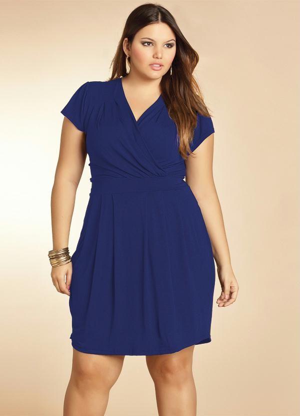 fb9a4b1a2 Vestido Plus Size Preto sem Mangas - Quintess Outlet. Vestido Azul Marinho  com Decote Transpassado