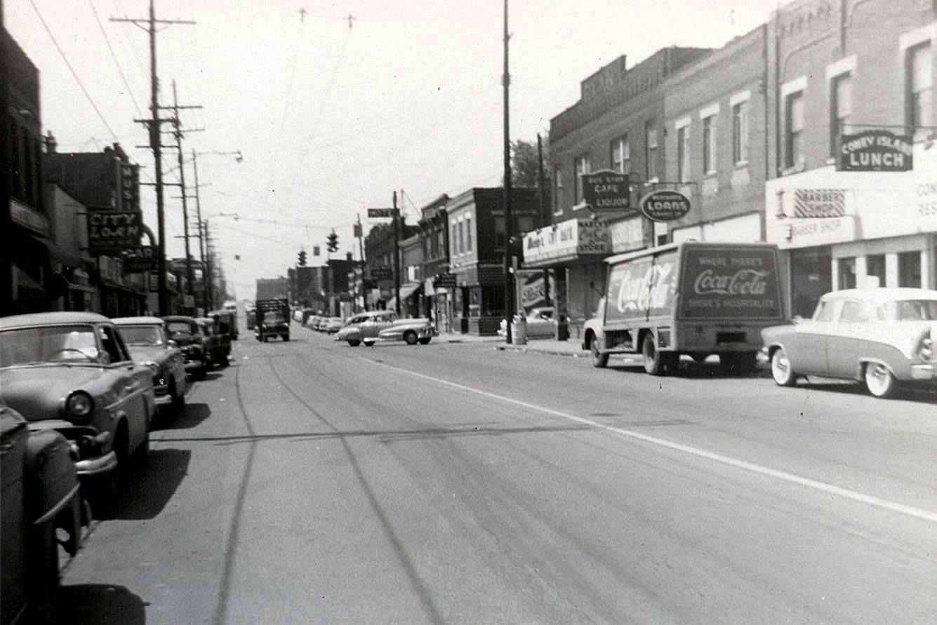 You Are Looking South Down Parsons Ave In The Mid 1950s The Coney Island Lunch Is On The Right And Sat At 1911 Par Columbus Ohio Famous Places Places To Visit