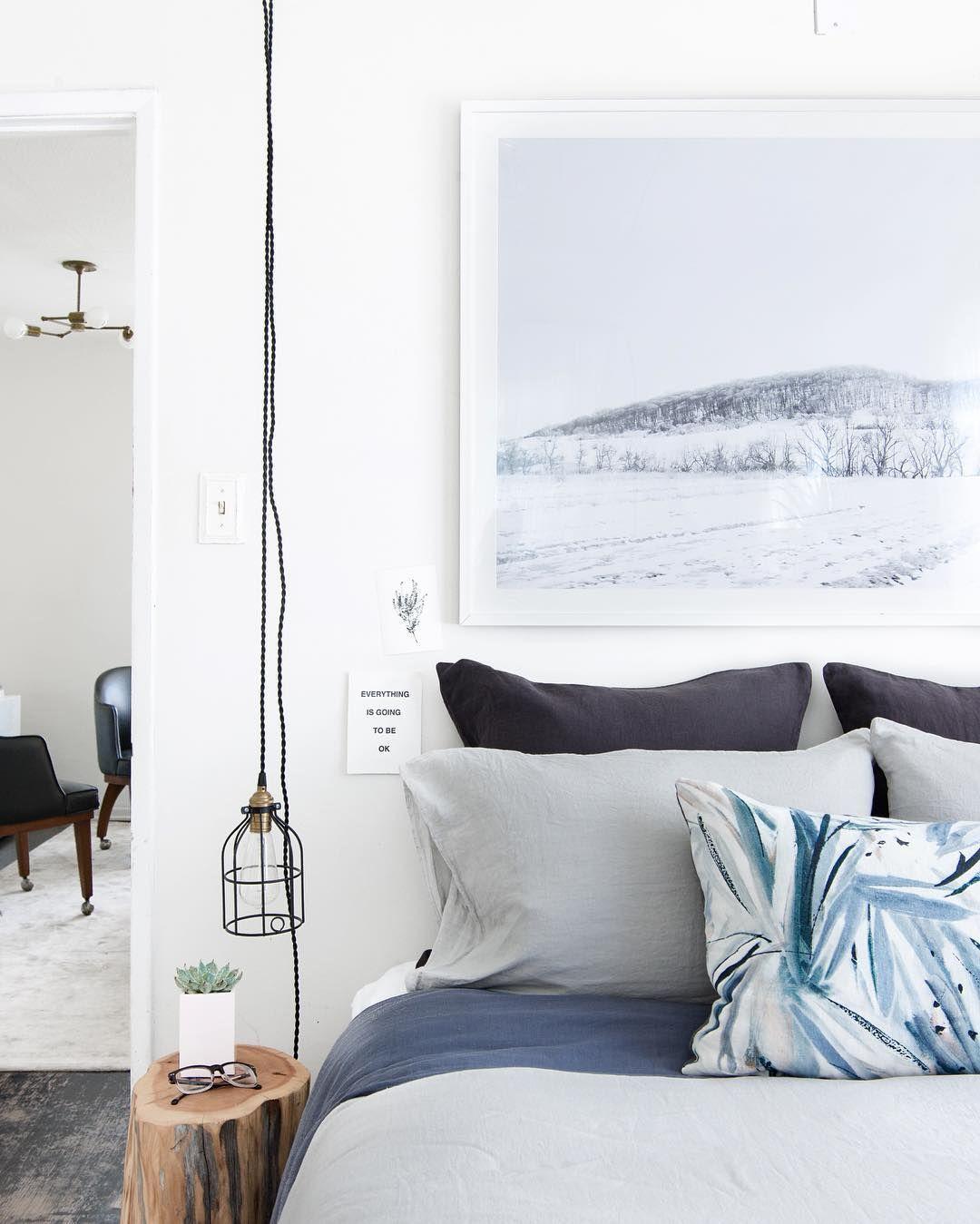 Minimalist Coastal Style Bedroom With Images Coastal Style Bedroom