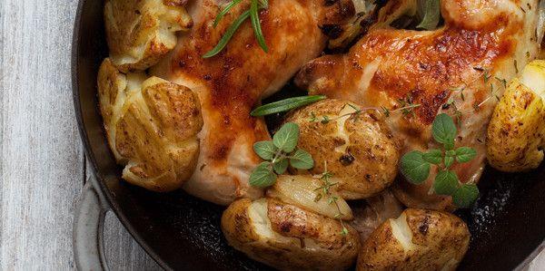 <p>Poprzedni przepis na kurczaka, duszonego z musztardowym sosem, najwyraźniej przypadł wam do gustu. Mam nadzieję, że tak samo stanie się i z tym przepisem, już bardziej wiosennym i lżejszym. Nam bardzo posmakował! Całe kurze nogi, czyli ćwiartki z kurczaka zamarynowałam w soku cytrynowym i świeżych ziołach. Ziół możecie dodać tyle, …</p>