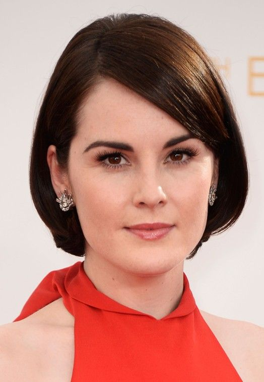 Casual Short Hairstyle With Side Swept Bangs For Oval Face Shapes Pretty Designs Chic Short Haircuts Short Hair Styles Hair Styles