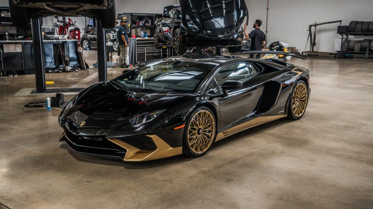 Black And Gold Lamborghini Aventador S Is One Of The Last Carscoops Lamborghini Aventador Gold Lamborghini Lamborghini