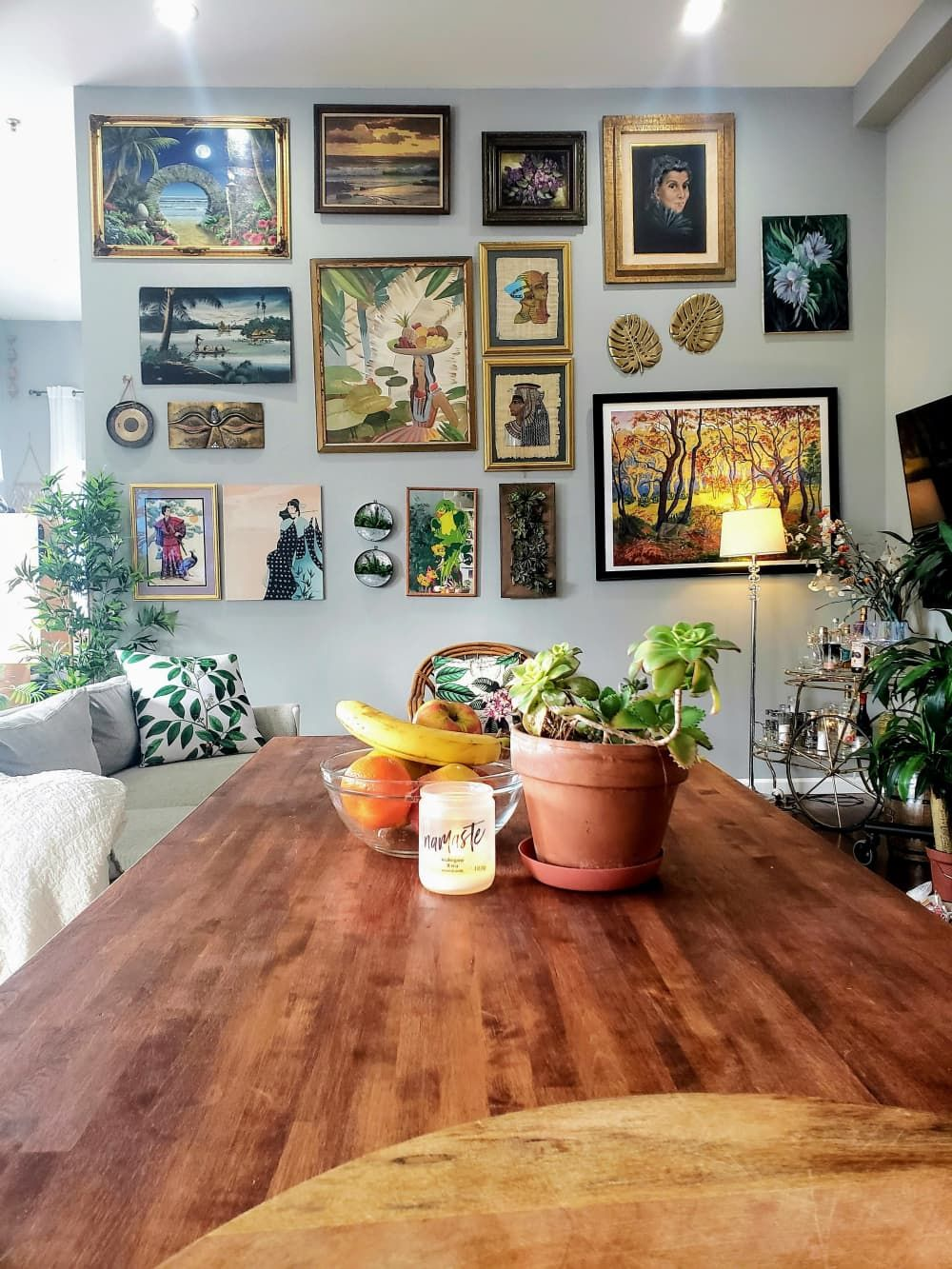 A Nyc Rental Was Furnished On A Budget Thanks To Street Finds And Facebook Marketplace Eclectic Gallery Wall Open Living Room Bohemian Apartment