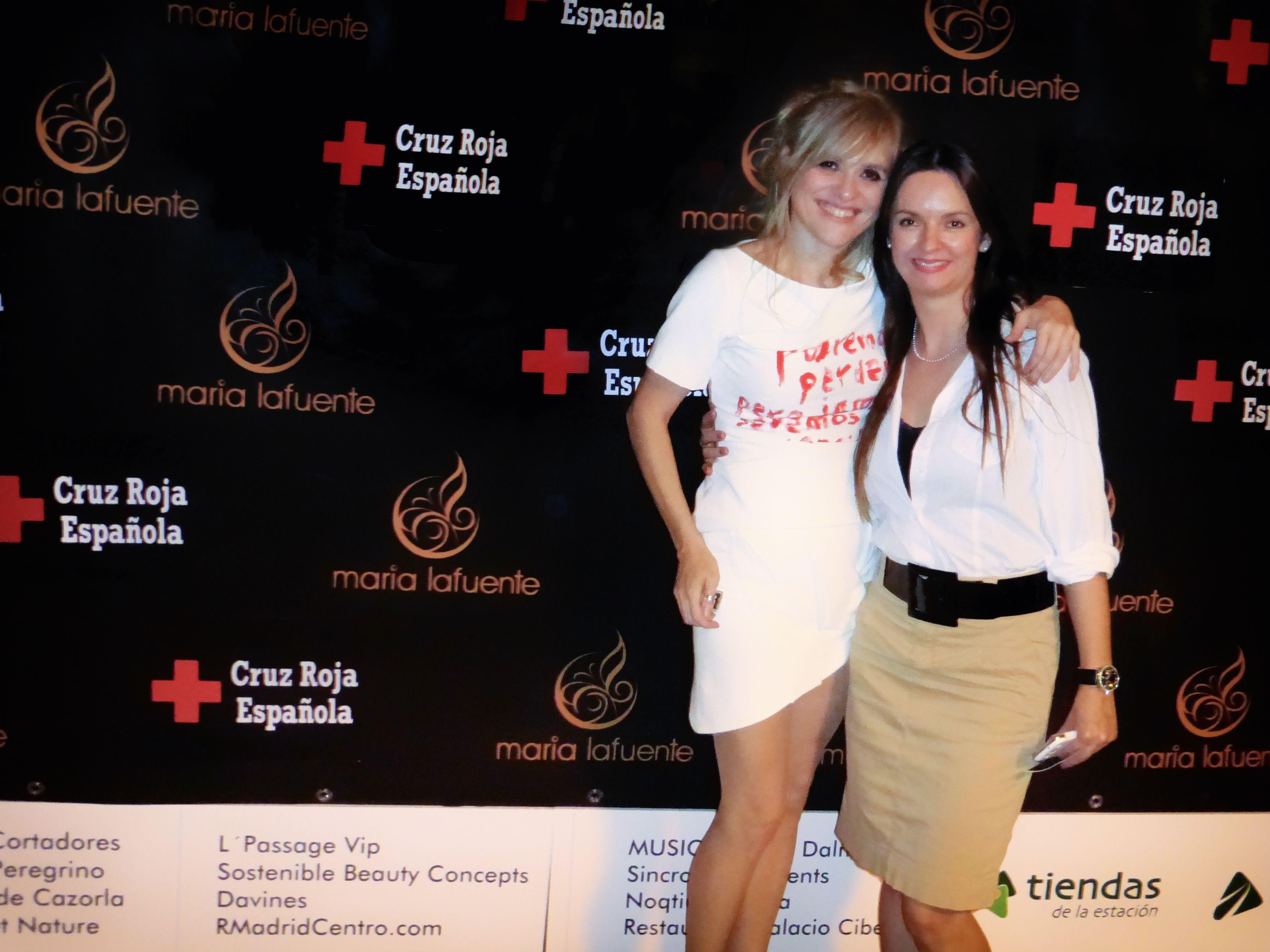 Nuestra responsable de Peluquería, Gloria Giraldo, junto a la diseñadora María Lafuente.