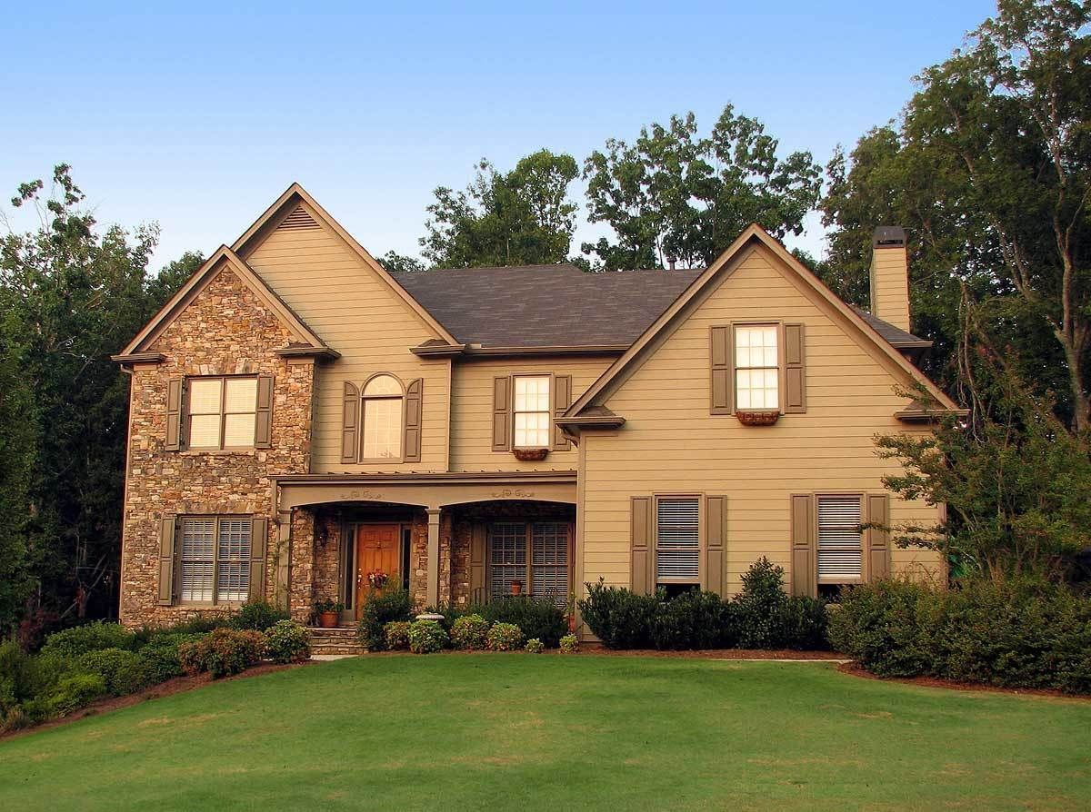 Traditional House Plan with 2Story Grand Room