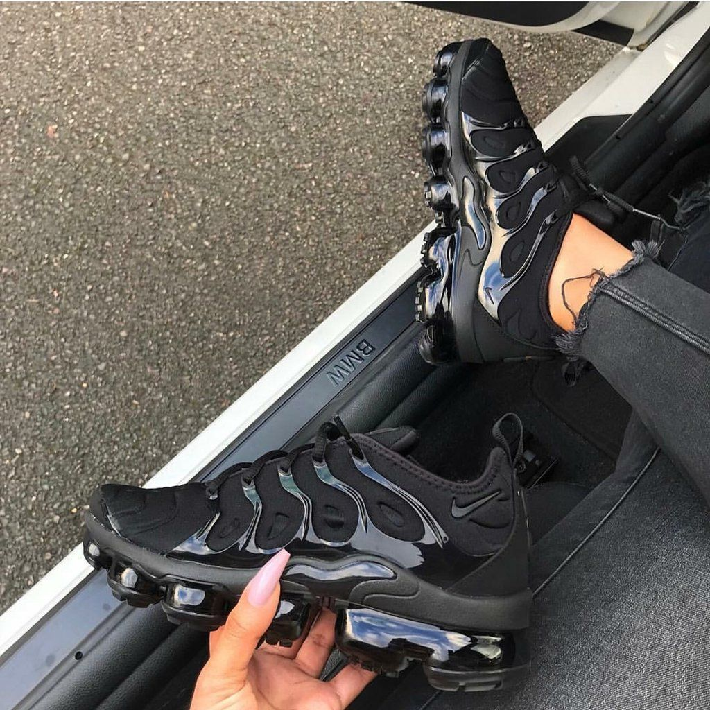 84bf711855 Blackout Vapormax Plus | Shoes you need | Shoes, Sneakers nike, Sock ...