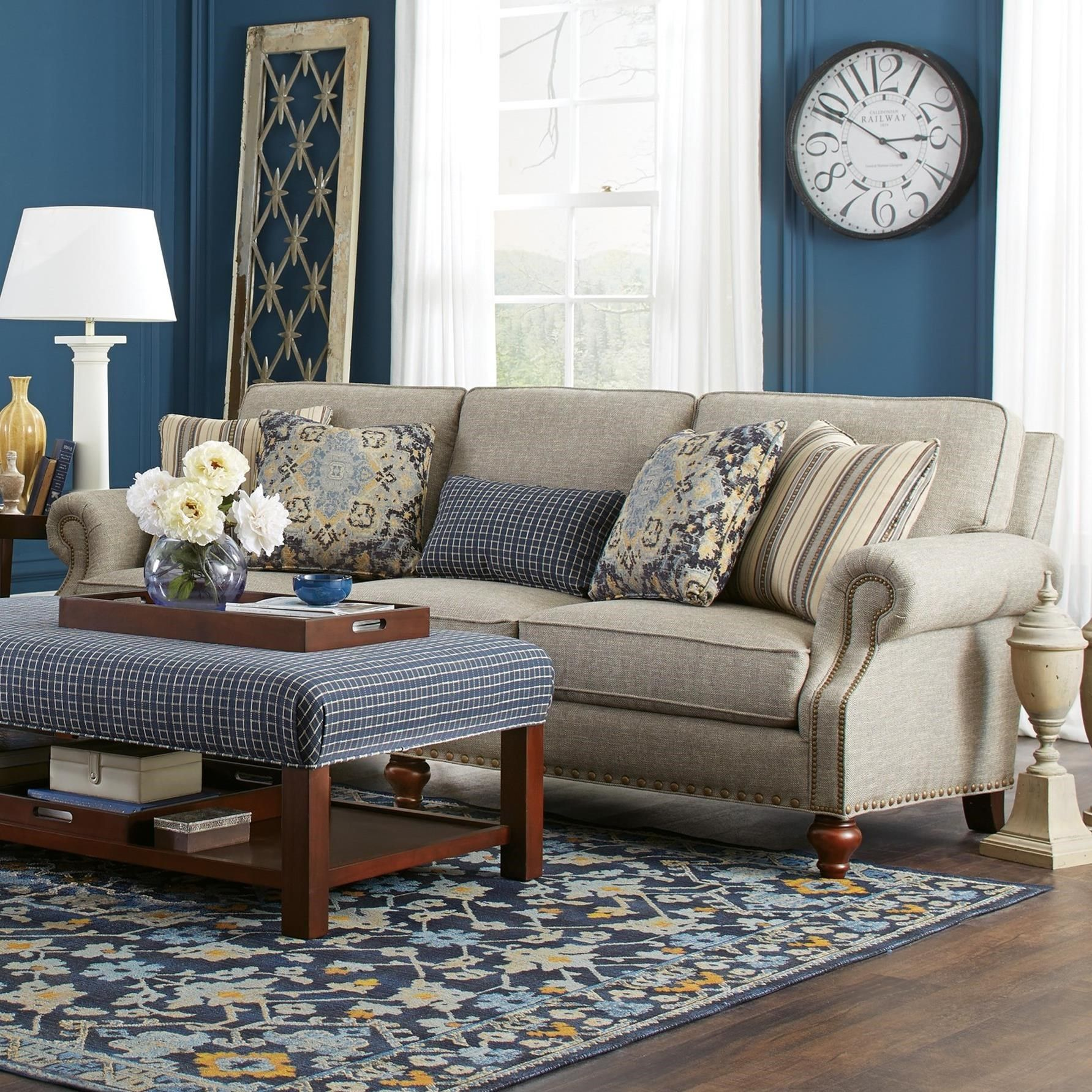 7623 Traditional Sofa With Two Sizes Of Brass Nailheads By