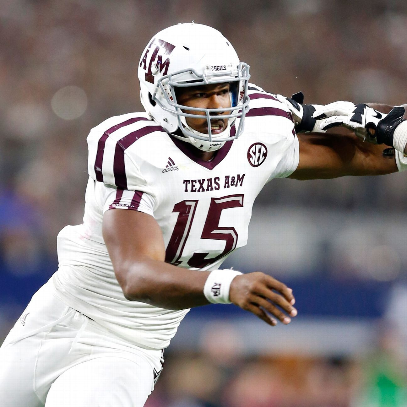 Texas A M Star Myles Garrett Is A Different Dude A M Football Aggie Football Texas Football