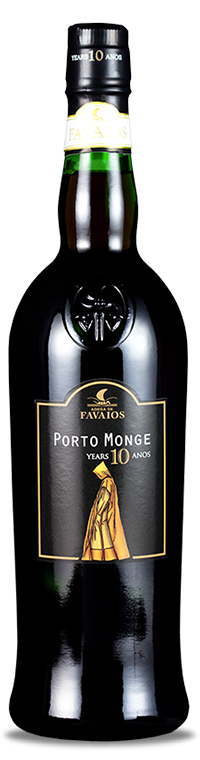 The best grapes from the traditional Douro grape varieties are pre-selected to originate the Adega de Favaios Monge 10 Years Port. After the transformation process, this wine is aged in wooden barrels or casks. From a mixture of several harvests whose average aging is 10 years comes the final blend. Engaging and alive, brings with it the notes and smoothness typical of aging.