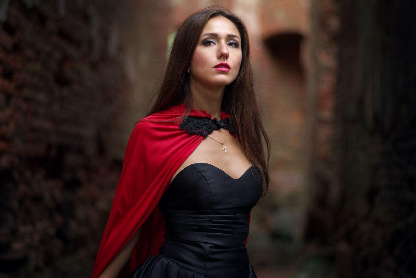 Elena - Model: Elena