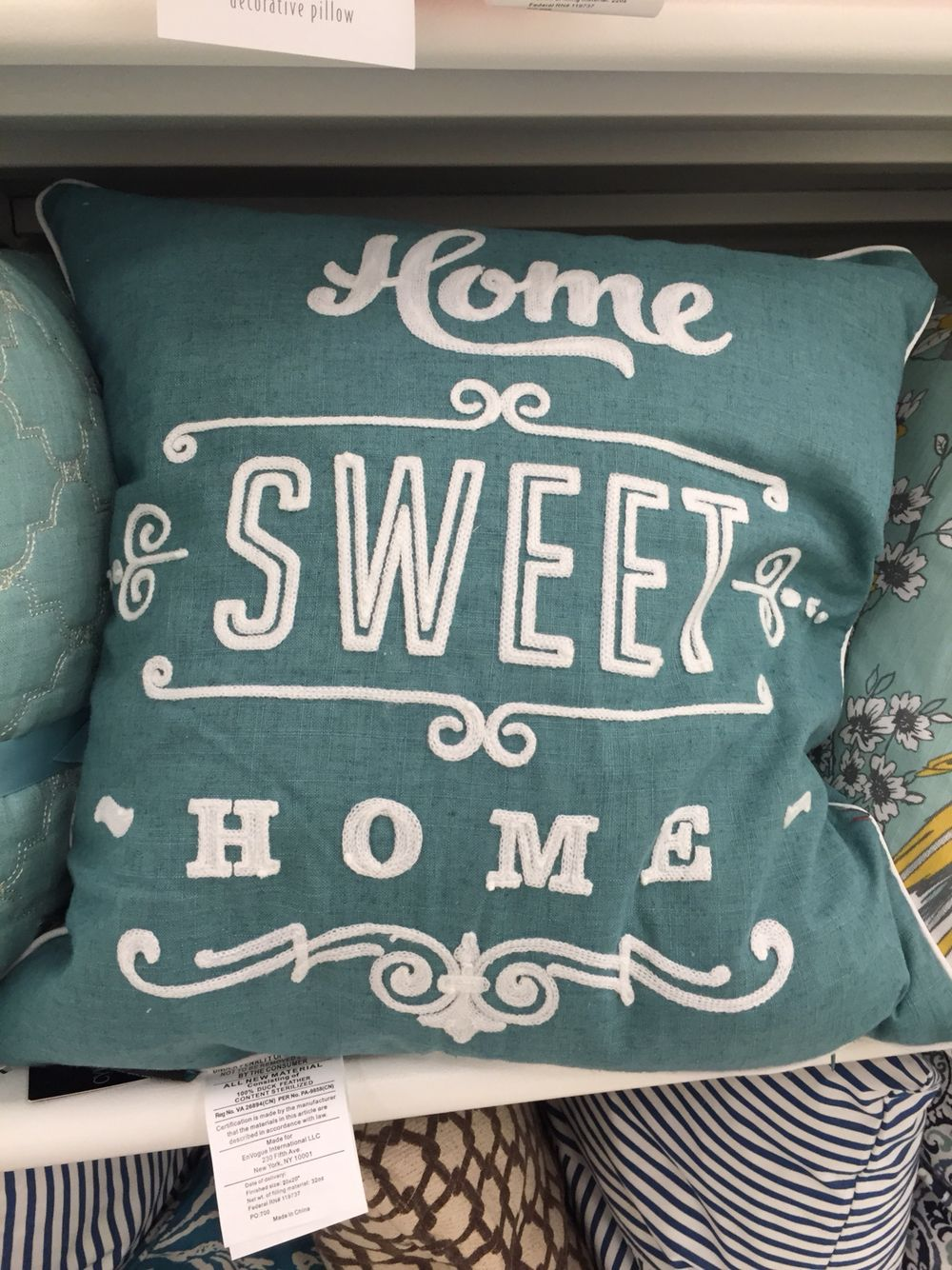 Decretive pillows.