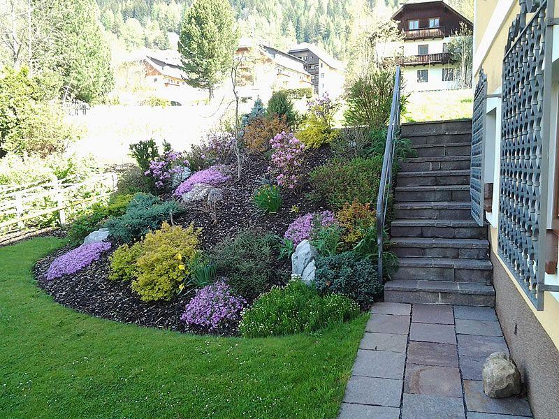 Böschung Mit Blumen Und Stiege Mit Bildern Garten