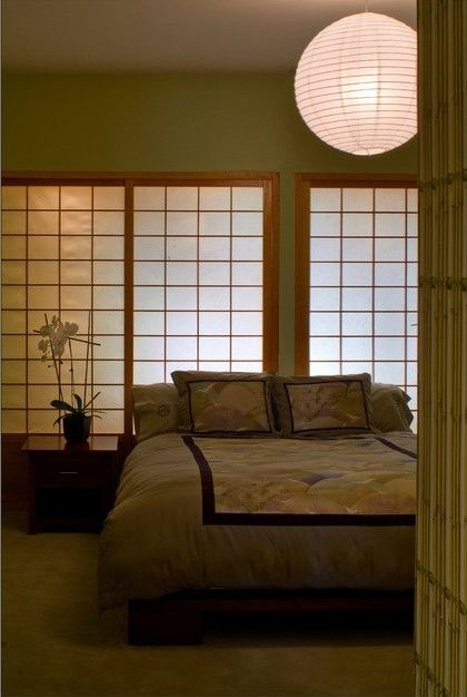 Oriental themed bedroom #Japenesesliders #lantern. Love the #zen vibe! This  room