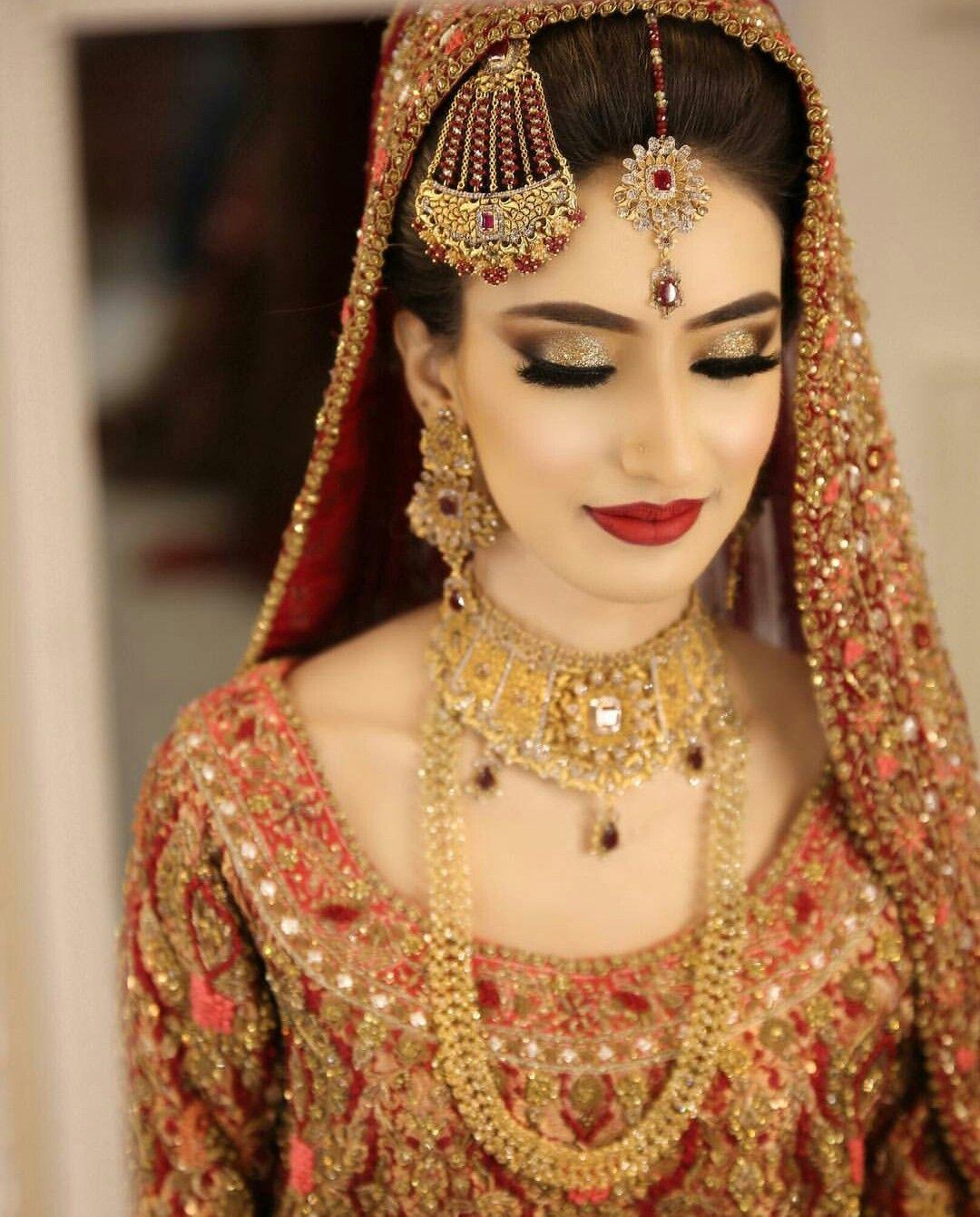 Pin de Sadia Mansoor en Desi Bridals | Pinterest | Novia asiática ...