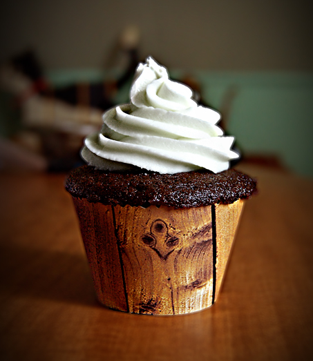 Rustic Wedding Cupcake Ideas: LOVE!!! Wooden Cupcake Wrapper - Rustic Cupcakes!!