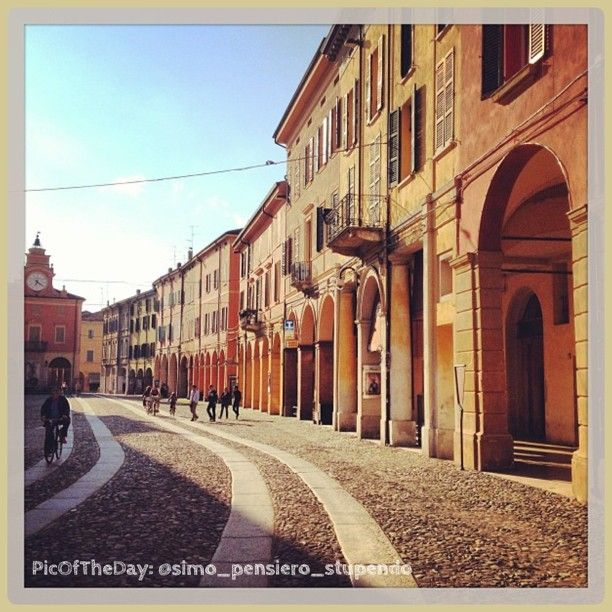 La #PicOfTheDay #turismoER oggi passeggia tra le strade di #Correggio, #ReggioEmilia. Complimenti e grazie a @simo_pensiero_stupendo