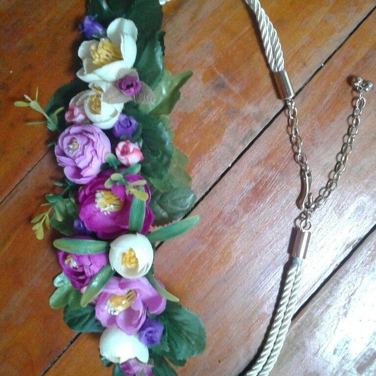 Cinturón  con flores artificiales