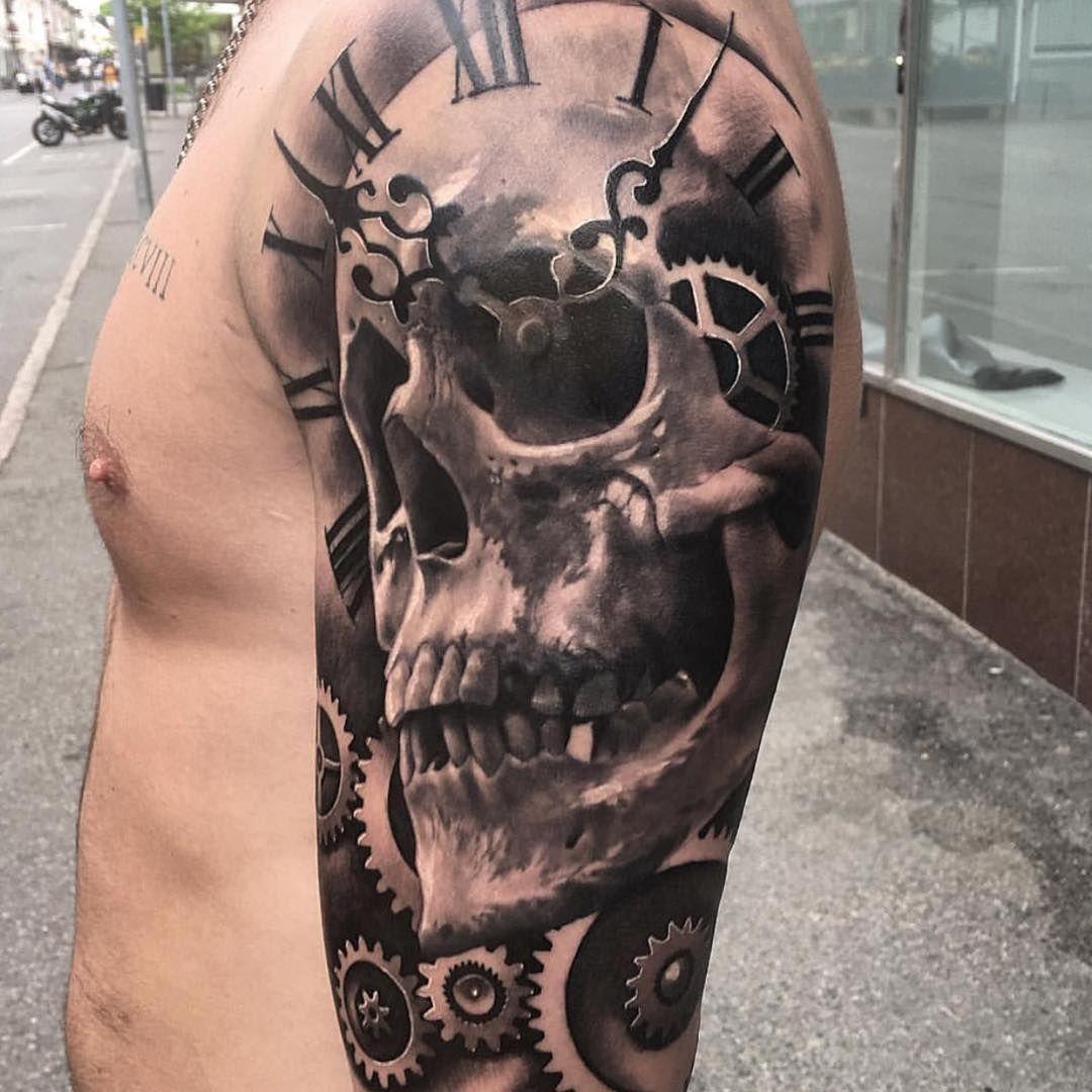 Totenkopf männer tattoos arm Maori Tattoo