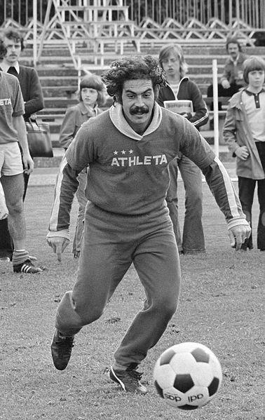 Ficheiro:Roberto Rivelino 1974.jpg