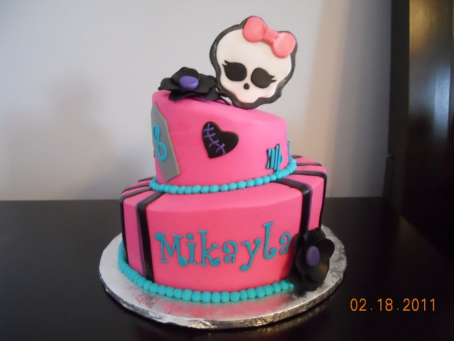 Awe Inspiring Monster High With Images Monster High Cakes Monster High Personalised Birthday Cards Veneteletsinfo