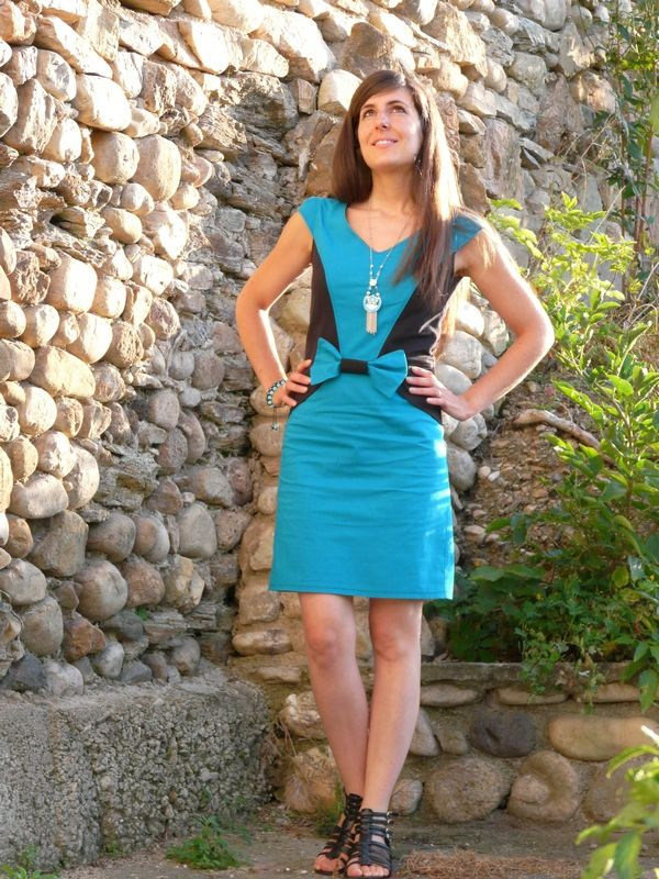 Une robe Lekala 4288. Prochainement sur mon blog: http://lescreationsdecaroscrap.blogspot.fr/