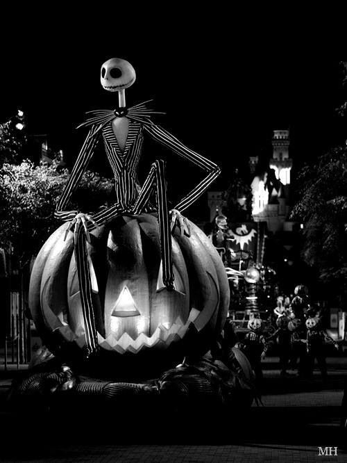 nightmare before christmas Siouxsie likes Tim Burton Pinterest - not so scary halloween decorations