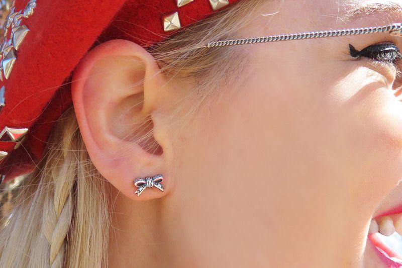 edff08ed2 Beckerman Blog rocking the cute bow earrings. #PANDORAstyle |  www.goldcasters.com