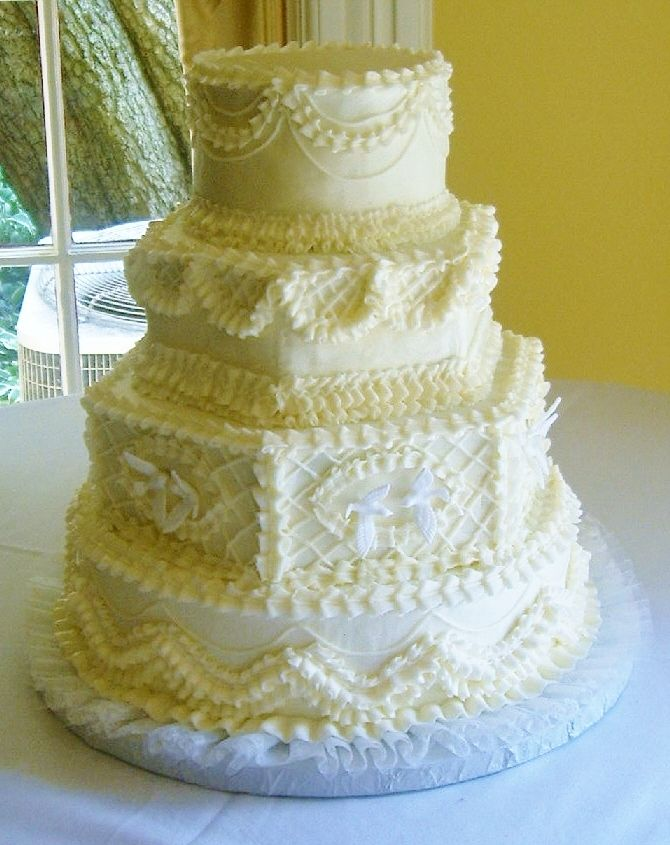 old fashion wedding cake one of my brides brought me this picture of a old wilton cake design. Black Bedroom Furniture Sets. Home Design Ideas