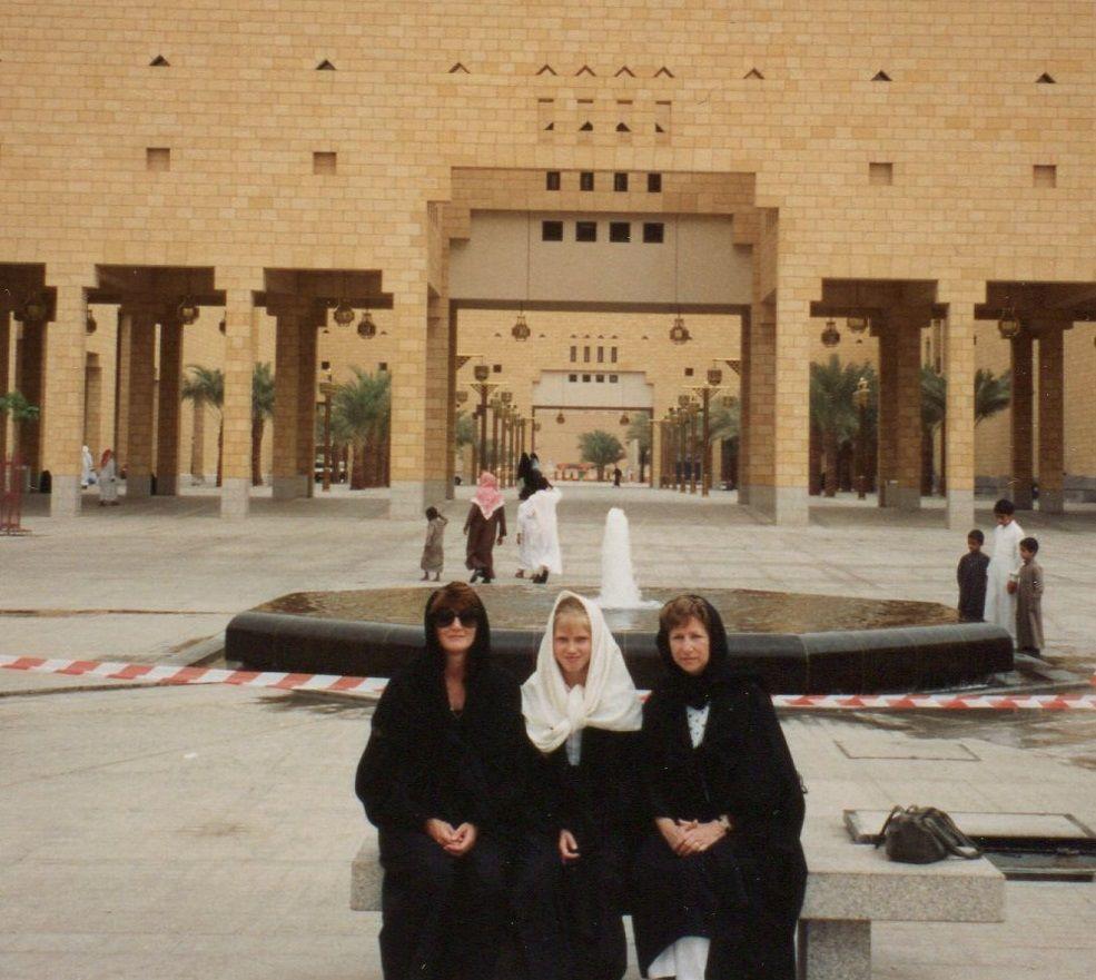 Lessons from My Arab Women Friends | Arab women, Women, Scenes