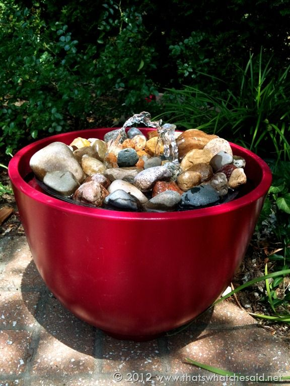 Diy fountain some good tips that arent too technical and how to use supplies found at local hardware stores to create this awesome diy garden fountain full tutorial with photos to help make one yourself solutioingenieria Images