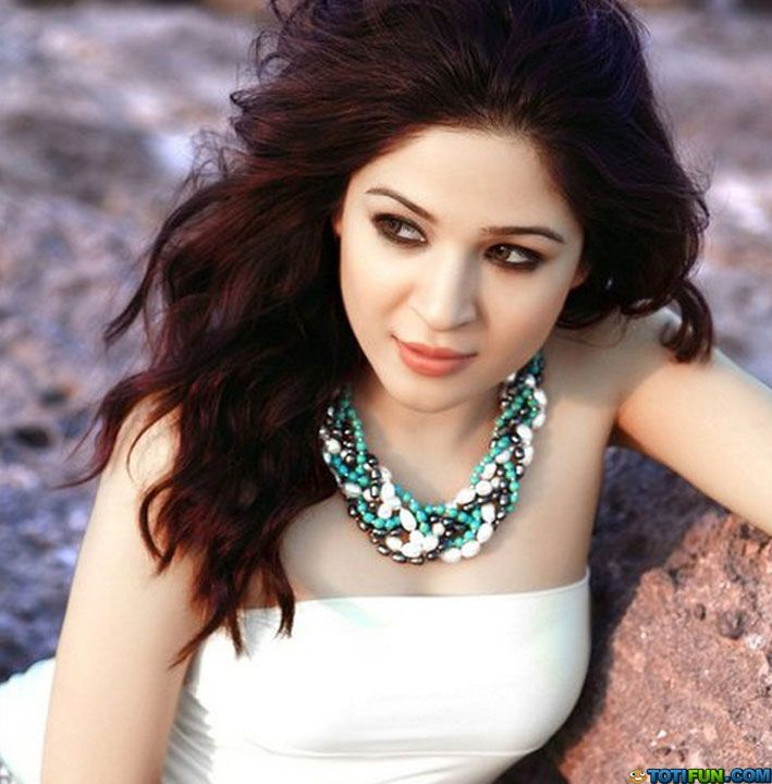 Ayesha Omar Wallpaper