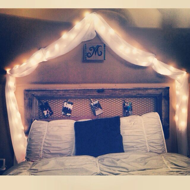 The Headboard With Chicken Wire For Pictures Is A Great